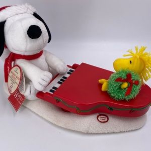 New snoopy woodstock singing mudical piano christm